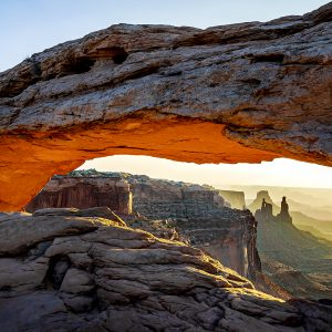 Sunrise ducks under the Mesa Arch, Arches NP, Utah